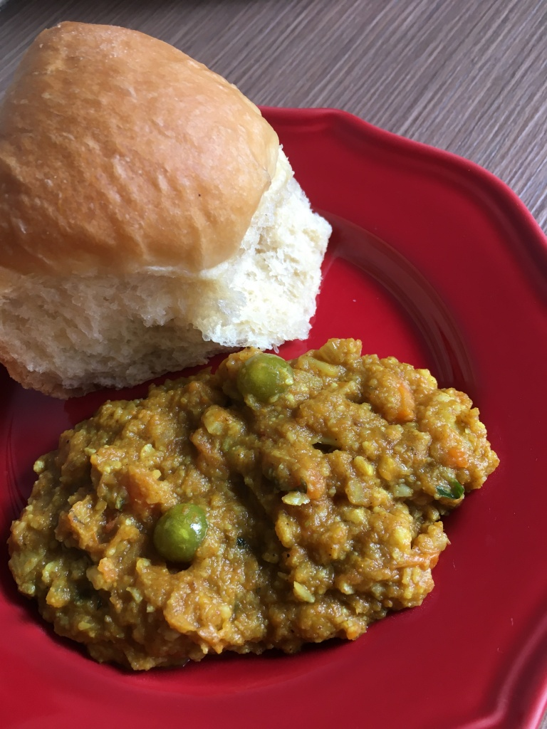 pav bhaji recipe, vegetable curry mash with soft bread